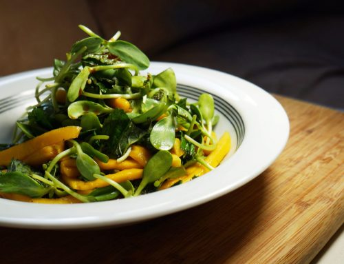 Salade de pousses de tournesol mangue et tamarin